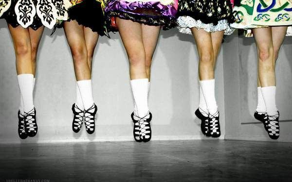 irish_dance_group_low